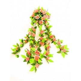 Zwis z kwiatami róży