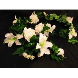 Oplot z białych róż i lilii